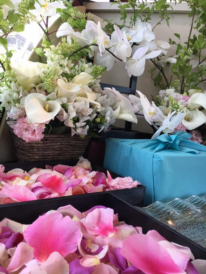 立てば芍薬、座れば牡丹、歩く姿は百合の花。