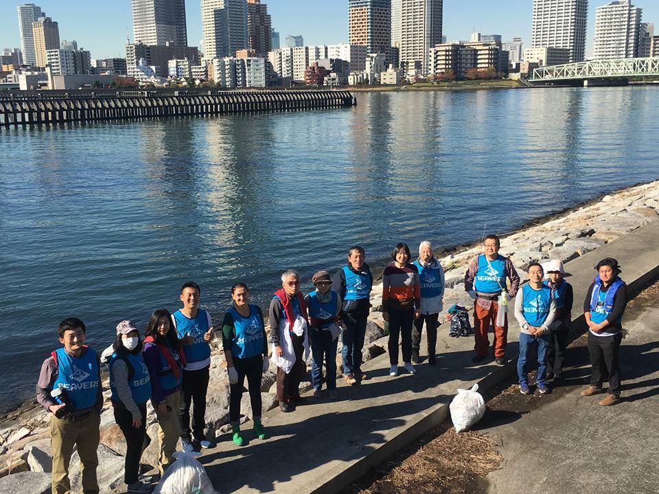 ご遺族と一緒に東京湾の清掃活動を行いました