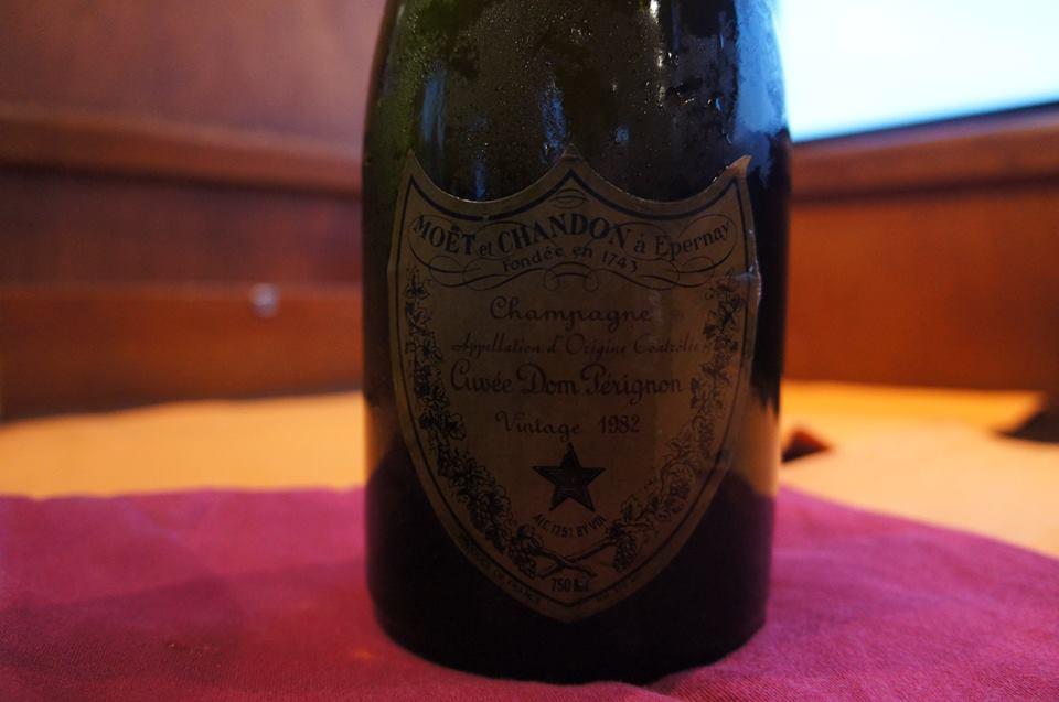 最高級シャンパンで海への献酒と献杯していただきました