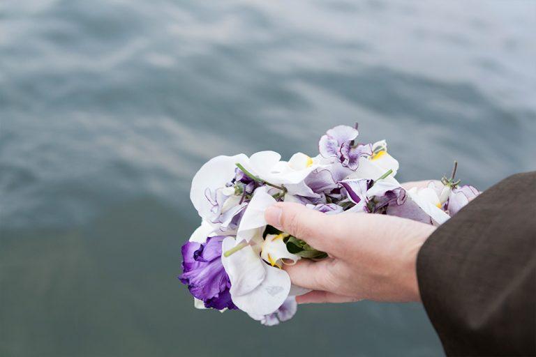 株式会社日比谷花壇のwebサイトに、散骨当日の様子が掲載されました